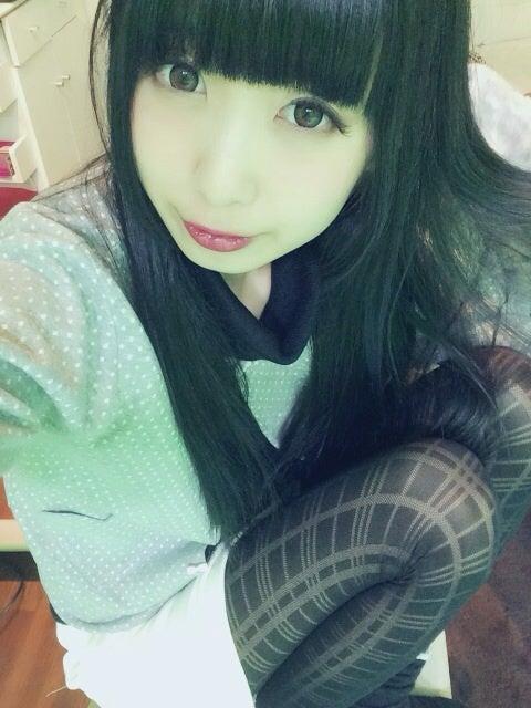 ノ)・ω・(ヾ)<黒髪は好きですか...