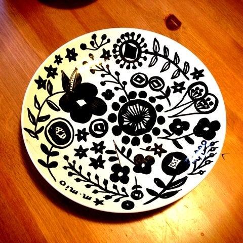 無印良品で買った陶器に描けるペンなのですが、家にオーブンがないので、洗うととれてしまいます。オーブン持っている方焼かしてください。