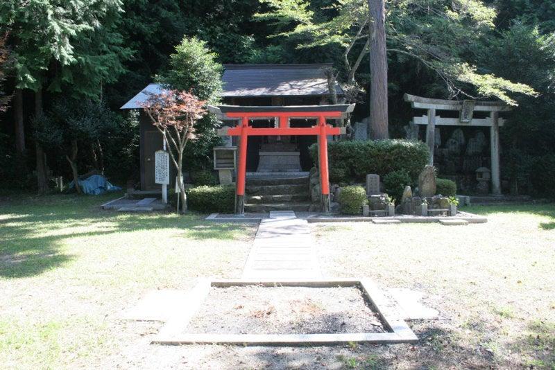 水口岡山城/04曲輪跡の神社