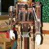 紅葉車からくり人形「小唐子(逆立唐子)」の復元新調の様子の画像