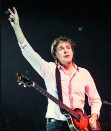 Paul Live Photo 9