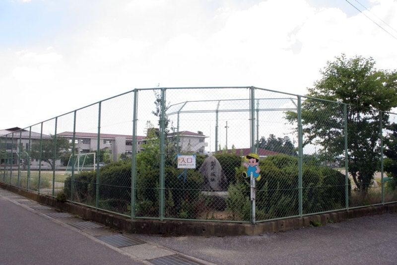 島川城/01小学校の一角