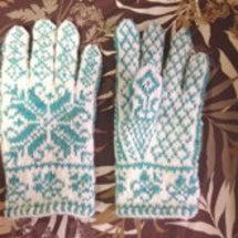 北欧の編み込み手袋