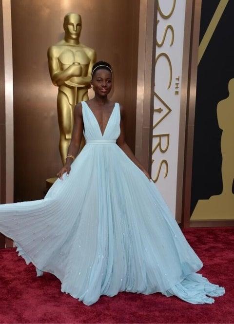 惜しくも二度目の助演女優賞獲得ならずのジェニファーローレンス。受賞式でも彼氏のニコラスホルトとラブラブ♡ ドレスはChristian Dior  クリスチャンディオール 。