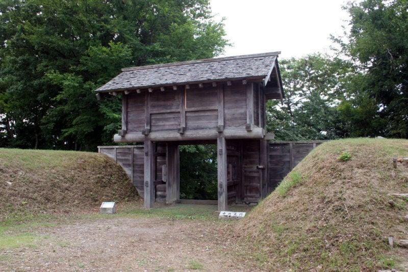 鳥越城/08 本丸内に復元された建物