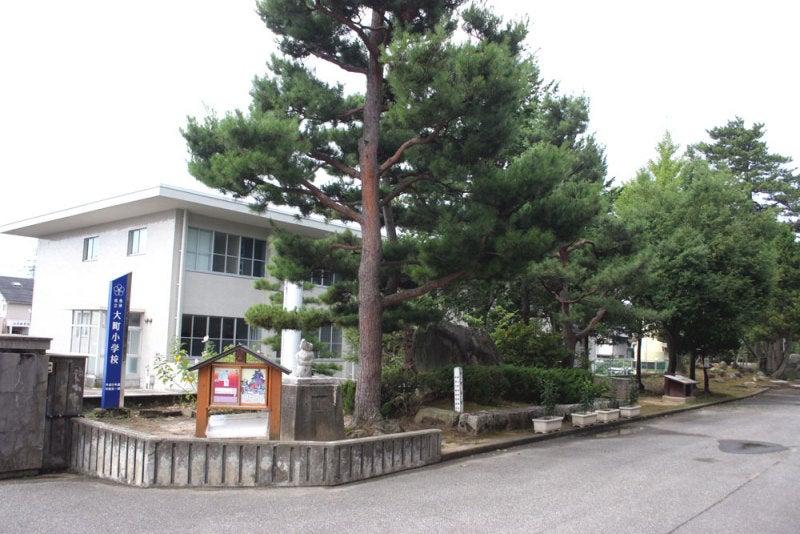 魚津城/03城址碑のある花壇