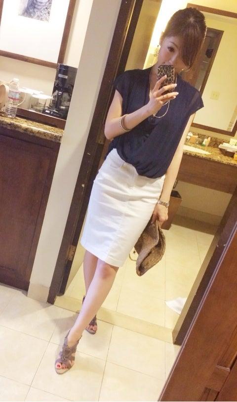 ママリゾートコーデ♡グアム一日目。白デニムスカート×白シャツ
