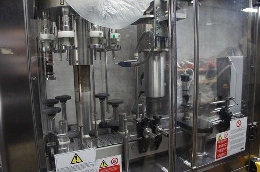 イタリア製の瓶詰機
