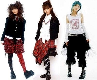 あーねって感じですね、たぶんこういうファッションの人たちはヴィジュアル系が好きなのでしょう。 パンクファッションをお得意の日本のカワイイカンジにアレンジして