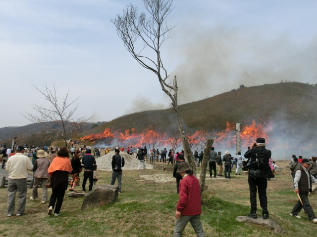 4月13日は「深入山山焼き」「津...