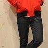 発色も良く撥水加工のしてあるドリズラージャケットをコーディネートの画像