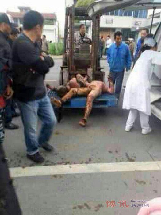 ▼唸声中国衝撃写真/遺体はフォークリフトで、南通の化学工場で爆発事故、死傷者二十数名