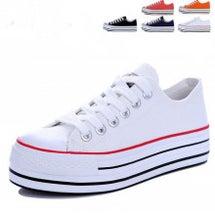 脚を細く見せる靴の選…