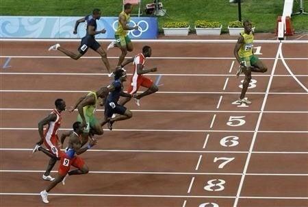 100メートル走で逆走する人はい...