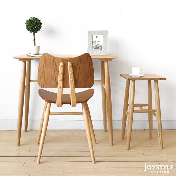 ナラ無垢材を使用した北欧風なコンパクトな家具