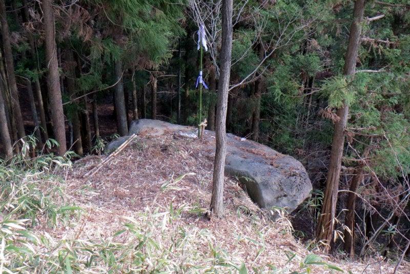 中山古城/13断崖に突き出た岩