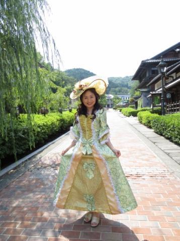 明治村のハイカラ写真館でドレス♪