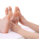 慢性疲労にはリフレクソロジーで足裏反射区を優しく刺激。の記事より