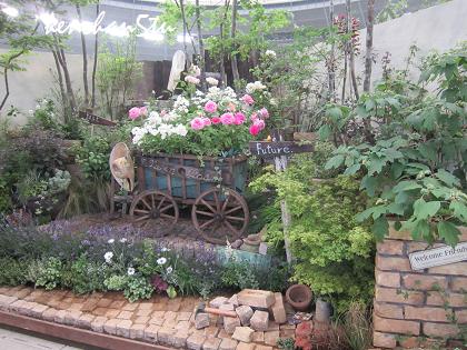 ケンちゃんタイムズ【国バラ2014】不思議の国のアリスの庭♪