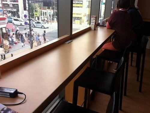 福岡 天神きれいなコーヒー 電源 カウンター席