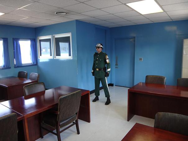 軍事停戦委員会本会議場