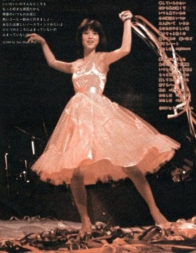 松田聖子さんのドレス風洋服姿