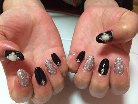 黒×シルバーラメ キラキラネイル|函館 Home Salon Nail Pink Box 自宅ネイル