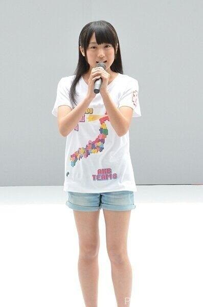 坂口渚沙さんのショートパンツ姿