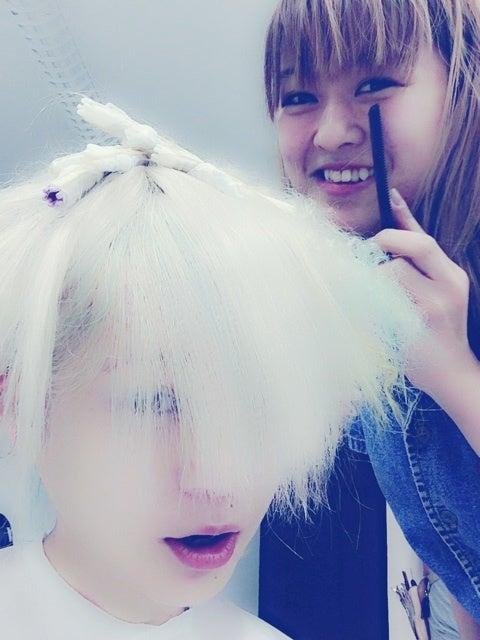 梶本成美『髪色が』