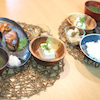 夕食☆ぶりのポン酢焼き 大根とがごめ昆布の浅漬け 冷や奴 青海苔のお味噌汁の画像