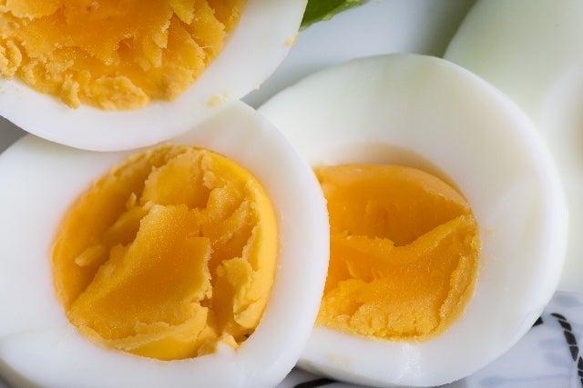 から 卵 水 茹で