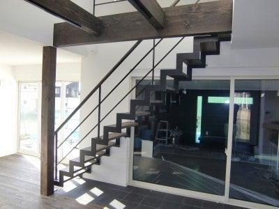 稲妻鉄骨階段
