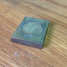 ハフニウム材をレーザーカット