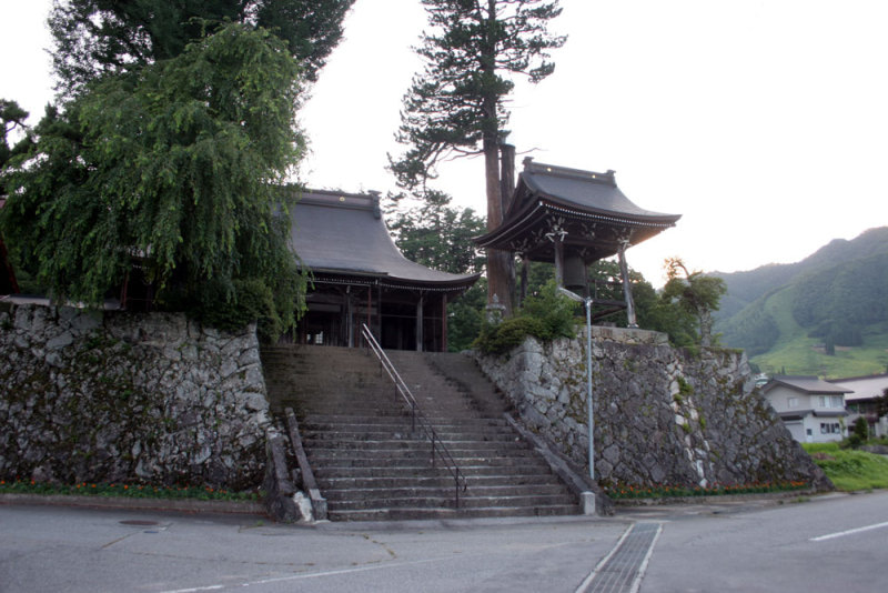 政元城/①麓にある大国寺