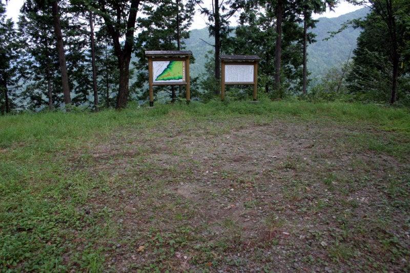 小島城/①林道の突き当たりに!
