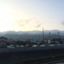 厚い雲で覆われた稜線…