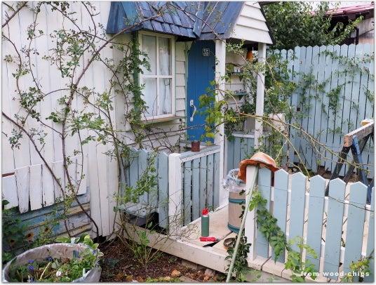 小さなバラの庭