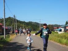 2014092728稲刈りツアー03田んぼへ