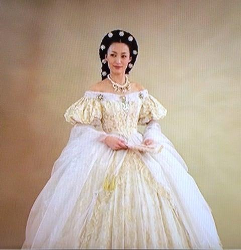 エリザベートの衣装を着るダイモンこと望海風斗