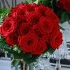 深紅のバラをブーケにしての画像