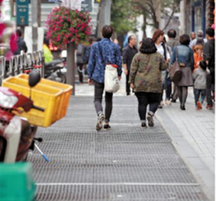 野外公演転落事故:ソウルの歩道...