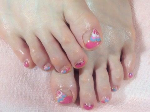 ピンクのピーコックネイル♡の記事より