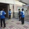 新浦安駅でチラシ配りの画像