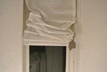 ロールカーテンを下げる