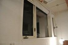 窓とロールカーテン(開)