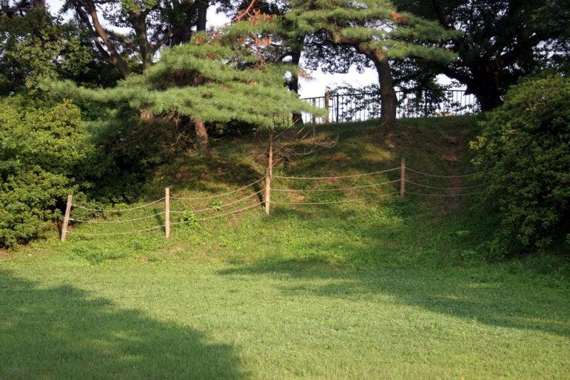 加納城/⑥本丸を囲む土塁
