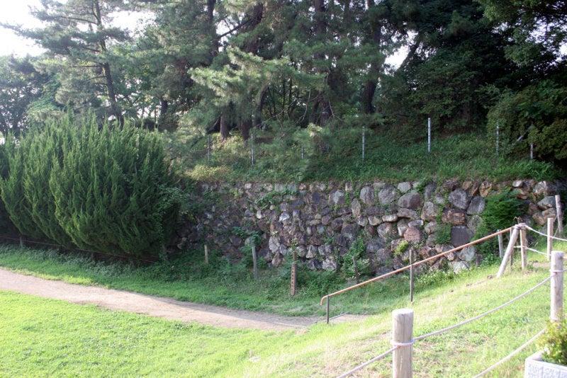 加納城/④城門の西側に石垣