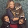 マライア The twins cling to their mom as the koalaの画像