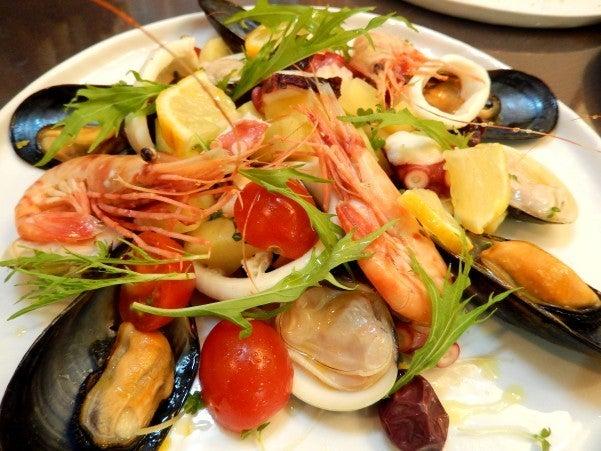 ローマのおいしい生活in東京魚介たっぷりインサラータ・ディ・マーレ 魚介サラダ