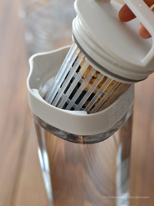 元は麦茶ポットですが、これが便利~。 無印さんのものを私は使ってます。1ℓだとちょうどよい量。^^